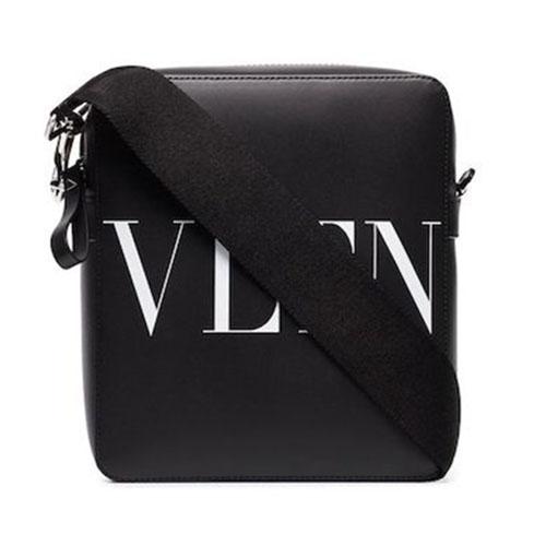 Valentino/VLTNロゴショルダーバッグ